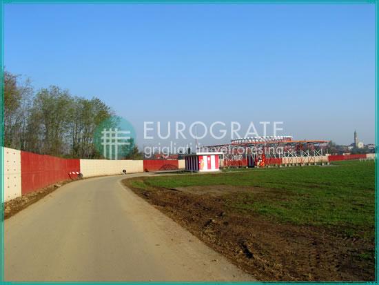 clôtures industrielles qui délimitent la zone de l'aéroport