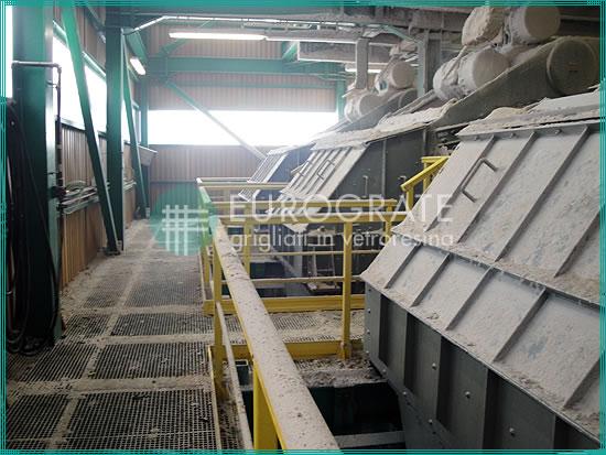 caillebotis en polyester pour la protection des travailleurs dans l'industrie minière