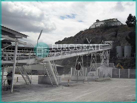 structures autoporteuses de soutien au transport des matériaux de la mine à l'installation de traitement