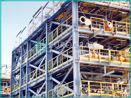 Structures autoporteuses et garde-corps de sécurité utilisés dans l'industrie pétrolière et gazière