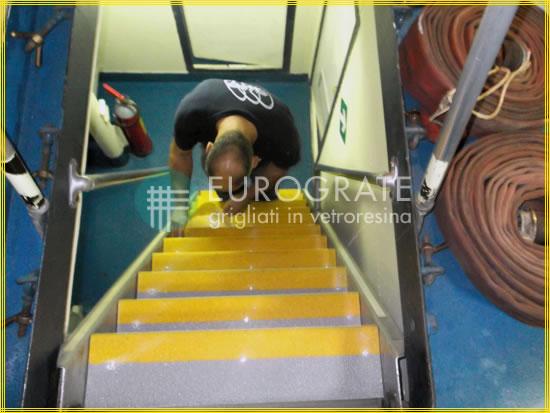 Dans la marine, les escaliers sont plus sûrs avec des couvre-en marches en PRV