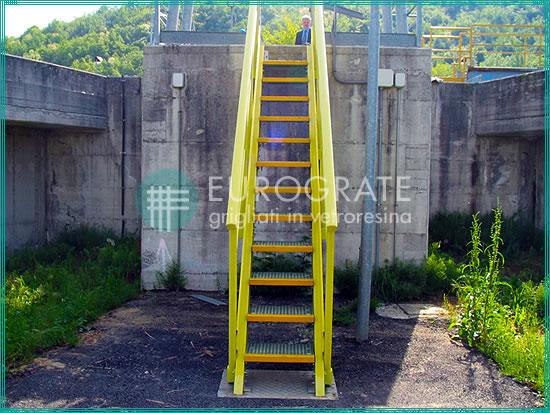 Marches et garde-corps pour escaliers industriels