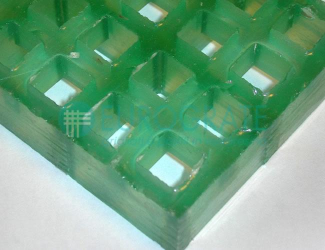 Caillebotis avec résine translucide